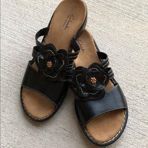 \Clarks\• Bendables Sandals